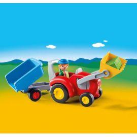 Fermier avec tracteur et...